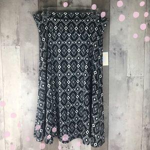 *NWT* LuLaRoe Black & white Azure skirt size large